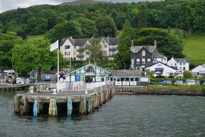 La ville d'Ambleside sur le lac Windermere photographie stock libre de droits
