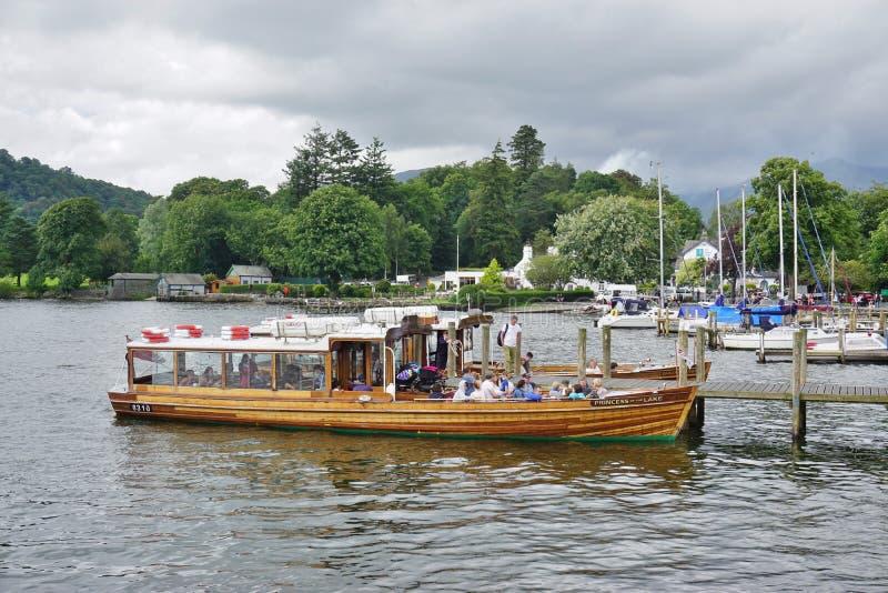La ville d'Ambleside sur le lac Windermere photos stock