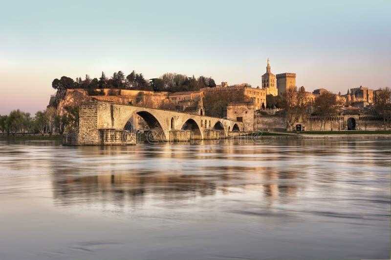 La ville d'Avignon au coucher du soleil images libres de droits