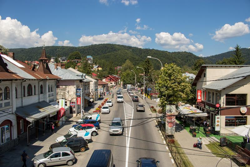 La ville de Busteni, Roumanie photo libre de droits