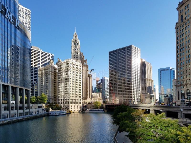 La ville de Chicago et de la rivière Chicago image stock