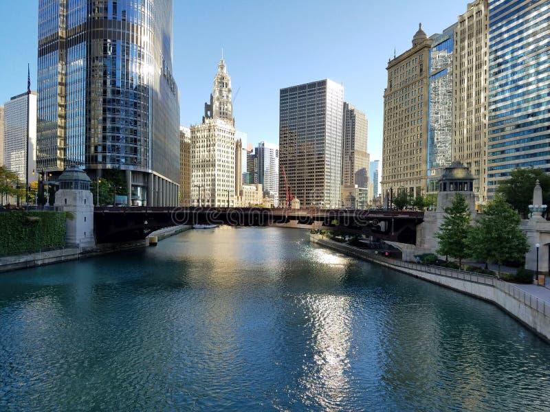 La ville de Chicago et de la rivière Chicago photo stock