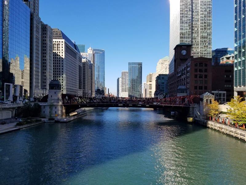 La ville de Chicago et de la rivière Chicago images stock