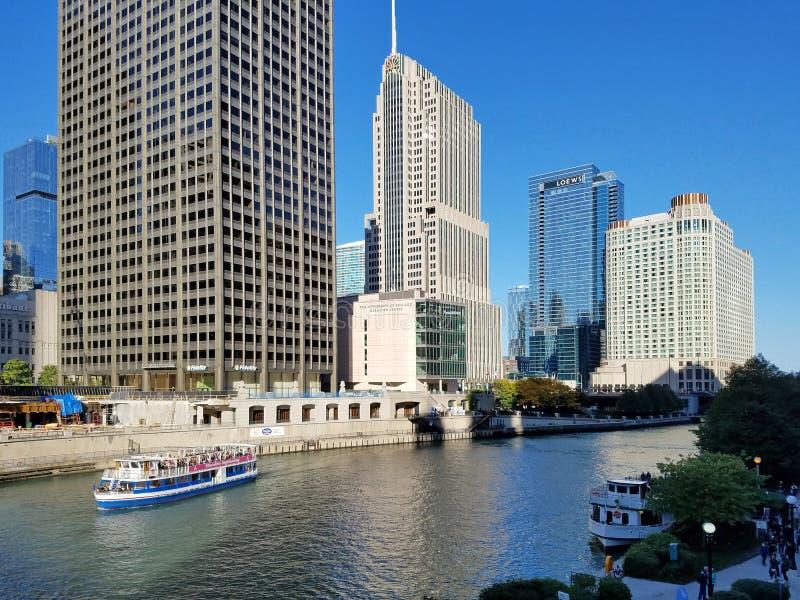 La ville de Chicago et de la rivière Chicago photos stock
