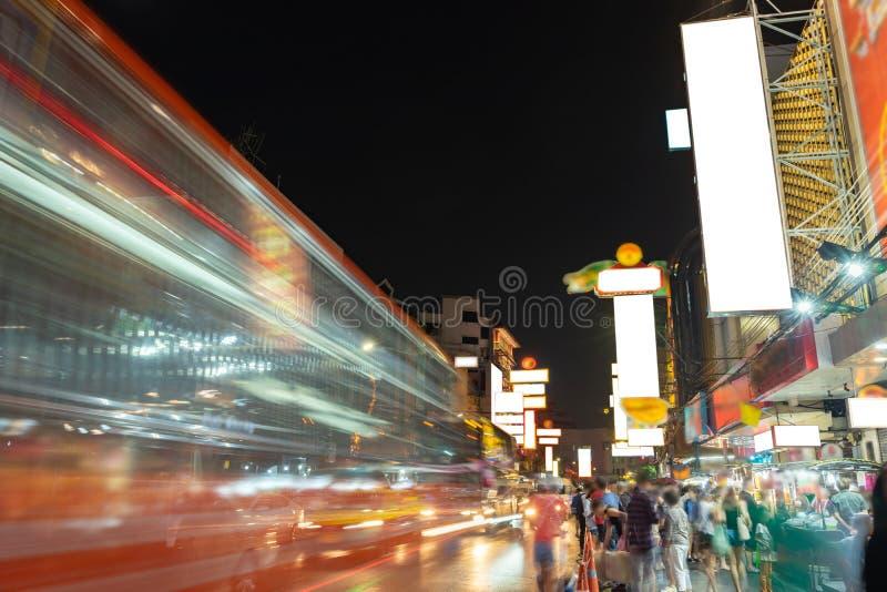 La ville de la Chine a appelé Yaowarat pendant la nuit d'heure de pointe, Bangkok Thaïlande photo libre de droits