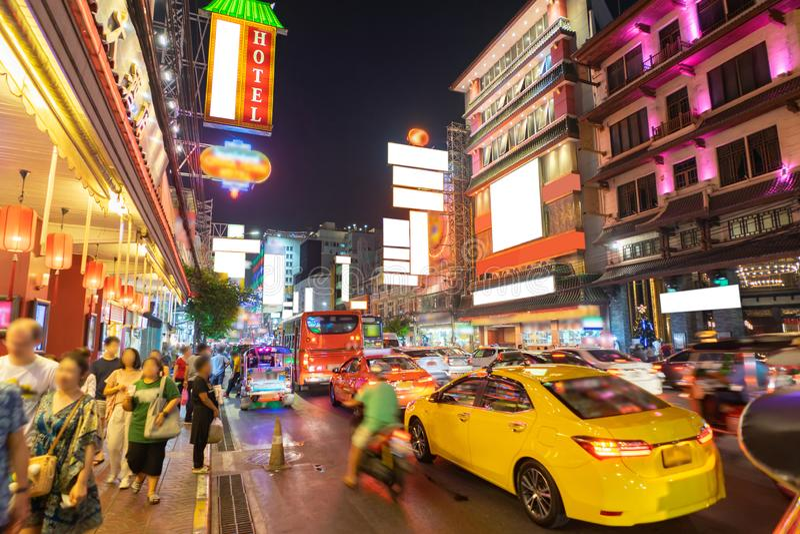 La ville de la Chine a appelé Yaowarat pendant la nuit d'heure de pointe, Bangkok Thaïlande images libres de droits