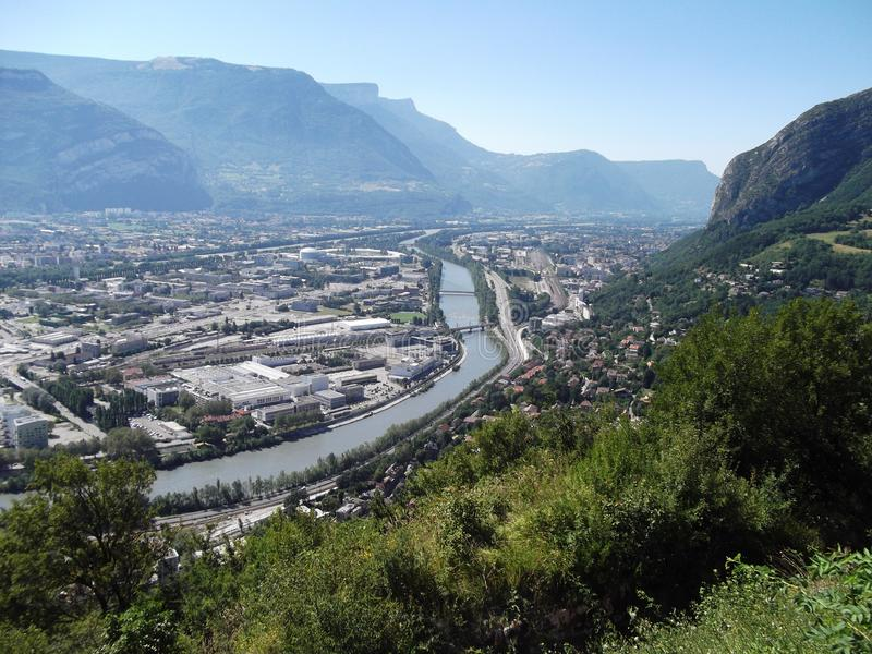 La ville de Grenoble d'une colline image stock