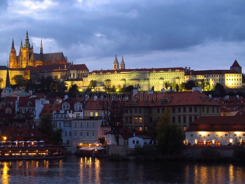 La ville de la scène de nuit de Prague images libres de droits