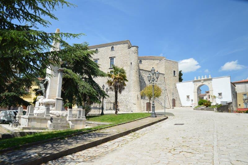 La ville de Montemiletto dans la province d'Avellino photos libres de droits