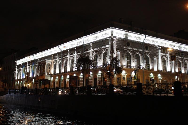 La ville de St Petersburg, ville de nuit photographie stock
