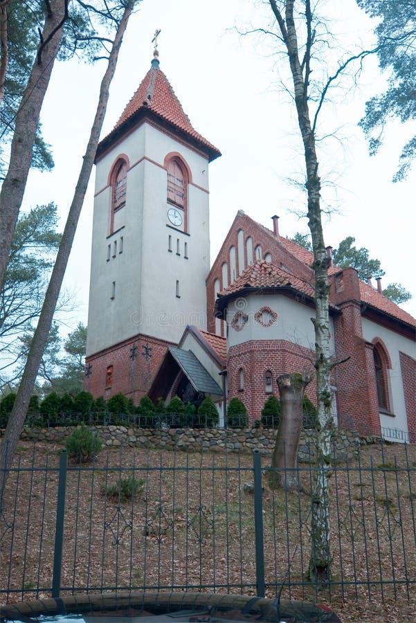 La ville de Svetlogorsk jusqu'en 1946 la ville de Raushen Église Saint-Seraphim De Sarov images libres de droits