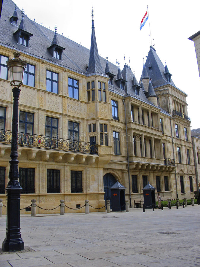 La ville du Luxembourg grand-ducale de palais Luwembourg images stock