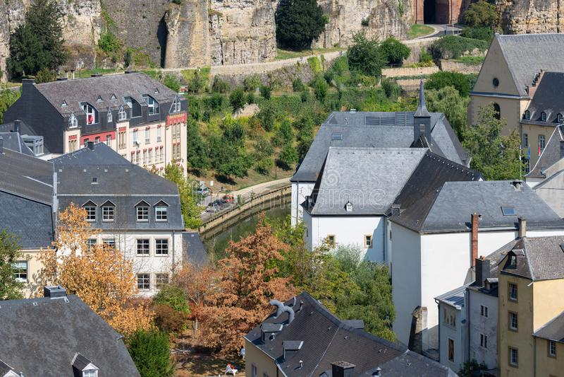 La ville du Luxembourg, vue aérienne de la vieille ville et Grund photos libres de droits
