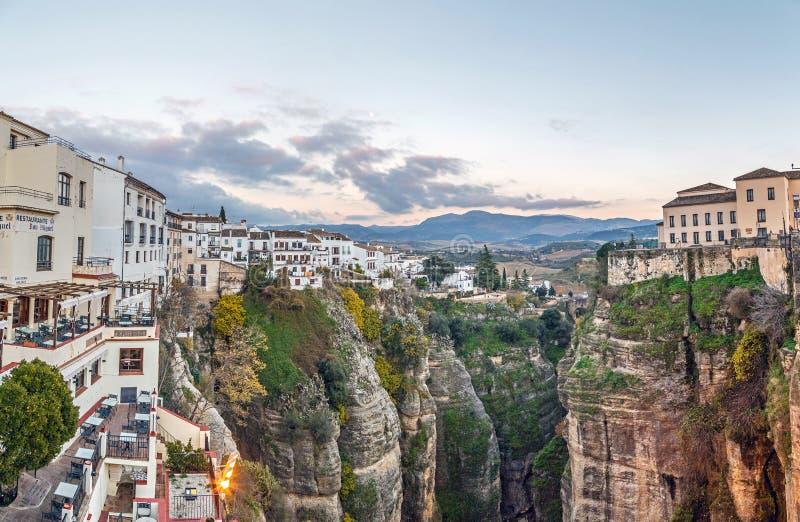 La ville espagnole de Ronda au sommet de la gorge d'El Tajo image libre de droits