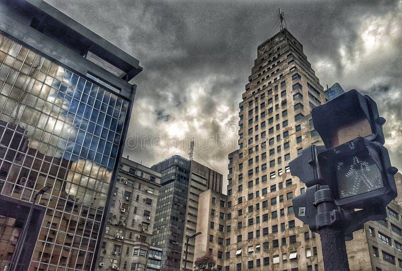 La ville foncée photographie stock libre de droits