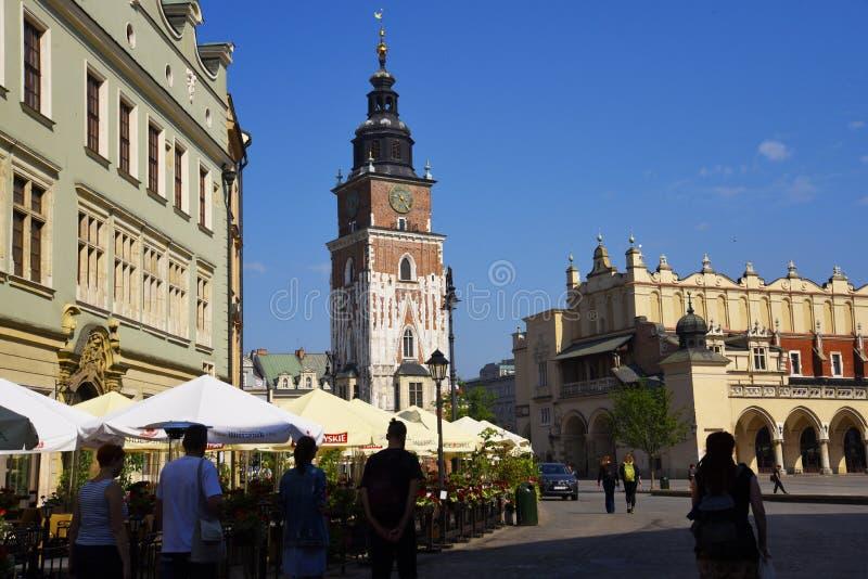 La ville Hall Tower et le tissu Hall dans la place du marché à Cracovie, Cracovie, la capitale culturelle officieuse de la Pologn photos libres de droits