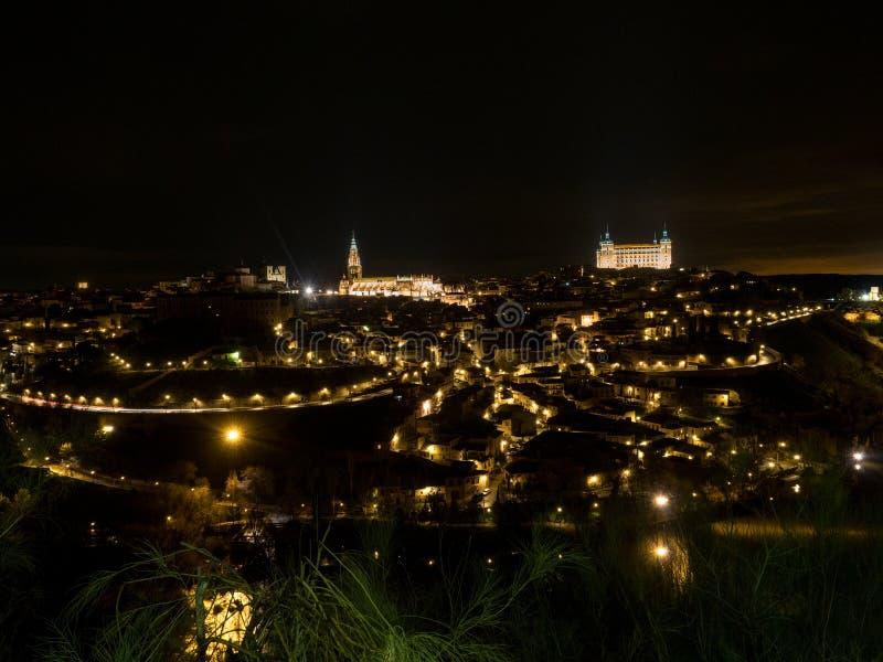 La ville historique de Toledo a été déclarée un site de patrimoine mondial par l'UNESCO en 1986 Vue de nuit La Mancha, Espagne à  image libre de droits