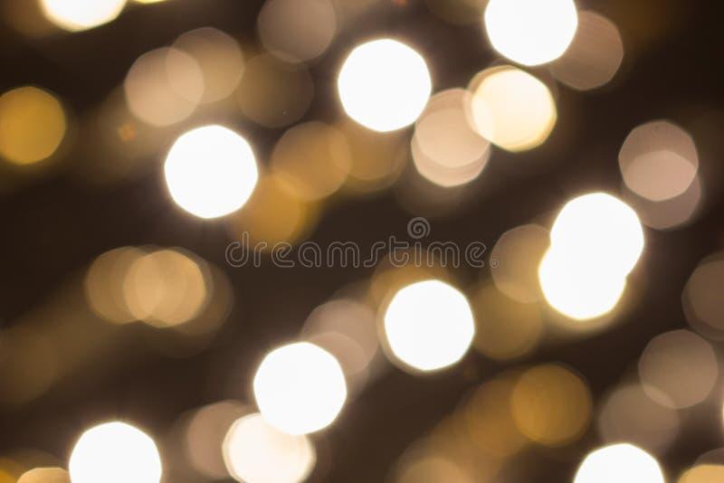 La ville s'allume à l'arrière-plan avec les lumières de flou photographie stock libre de droits