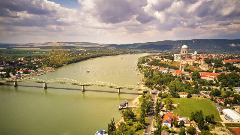 La visión desde la basílica de Esztergom es una basílica eclesiástica en Esztergom, Hungría fotografía de archivo