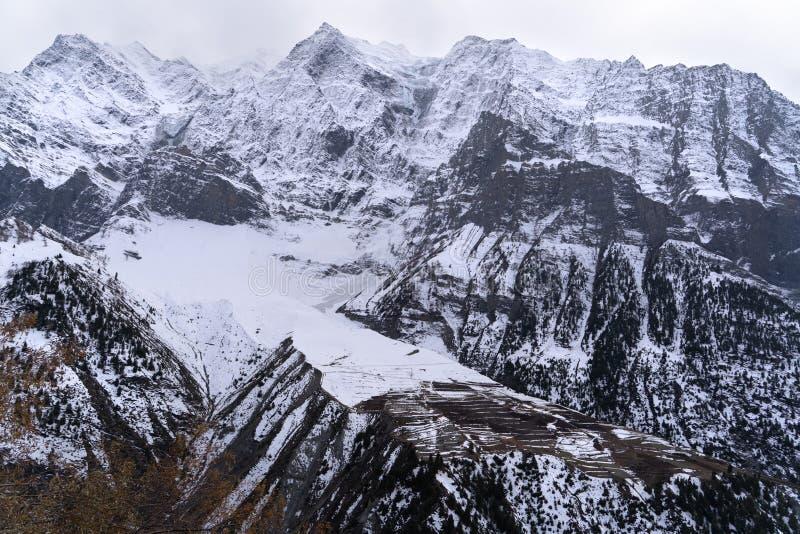 La visión desde el camino de la carretera en Jammu y Cachemira fotos de archivo libres de regalías