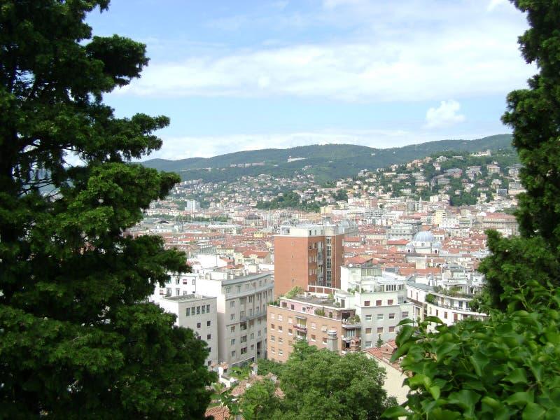 La visión desde la colina a la ciudad de Trieste foto de archivo libre de regalías