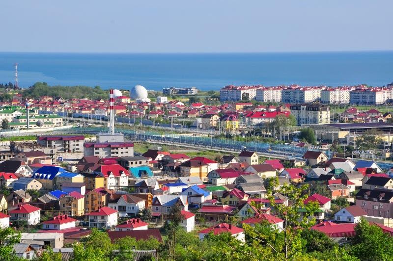 La visión desde las montañas en el distrito de Adler de Sochi fotografía de archivo