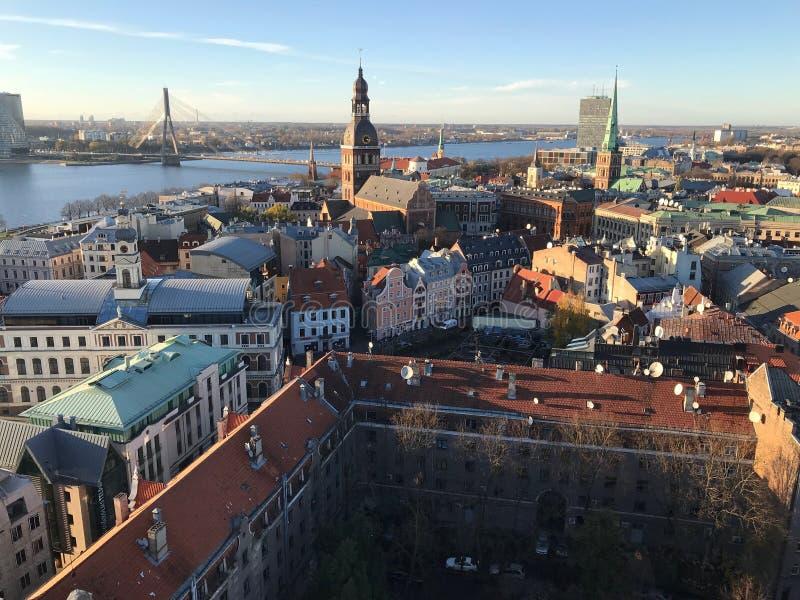 1 La visión desde la plataforma de observación de la catedral de San Pedro en el río del Daugava, la torre de la televisión, la c imágenes de archivo libres de regalías