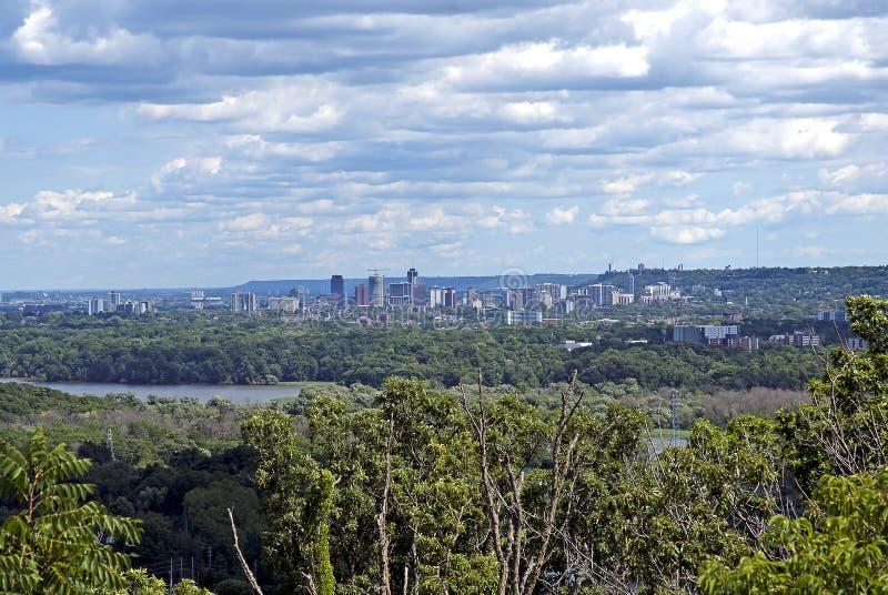 La visión desde Syndenham se cierra hacia fuera a Hamilton, Ontario, Canadá fotos de archivo