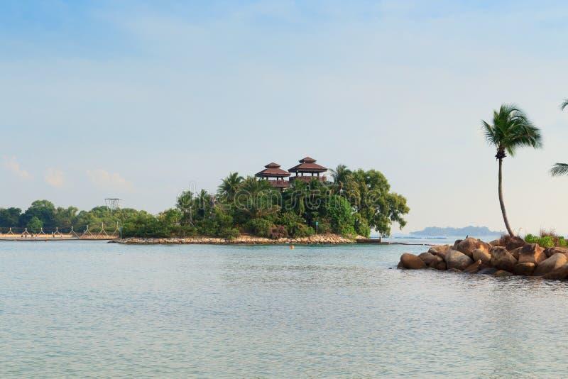 La visión se eleva en la playa de Palawan - el punto más situado más al sur de Asia continental, isla de Sentosa imagenes de archivo