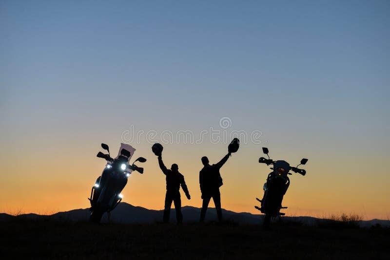 La visite de moto, conduisant le plaisir, amitié et longue route risquent photographie stock libre de droits