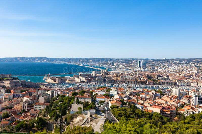 La vista aérea de la ciudad de Marsella del la Garde de Notre Dame de cathed imagen de archivo libre de regalías