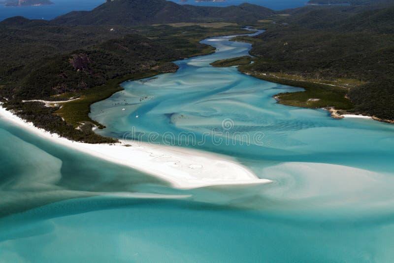 La vista aérea de la entrada de la colina y la extremidad de Whitehaven varan, las islas del Pentecostés, Queensland, Australia imagen de archivo libre de regalías