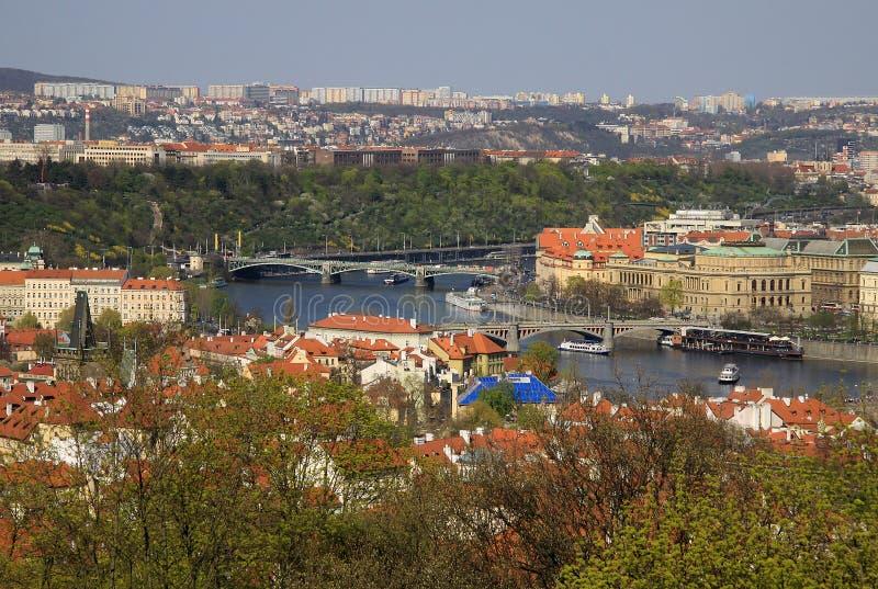 La vista aérea de la ciudad de Praga de la colina de Petrin Praga, República Checa imagen de archivo