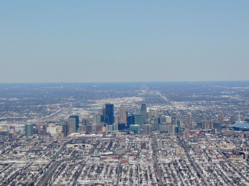 La vista aérea de Minneapolis que sea una ciudad importante en Minnesota en los Estados Unidos, esa forma el ` de las ciudades ge fotografía de archivo