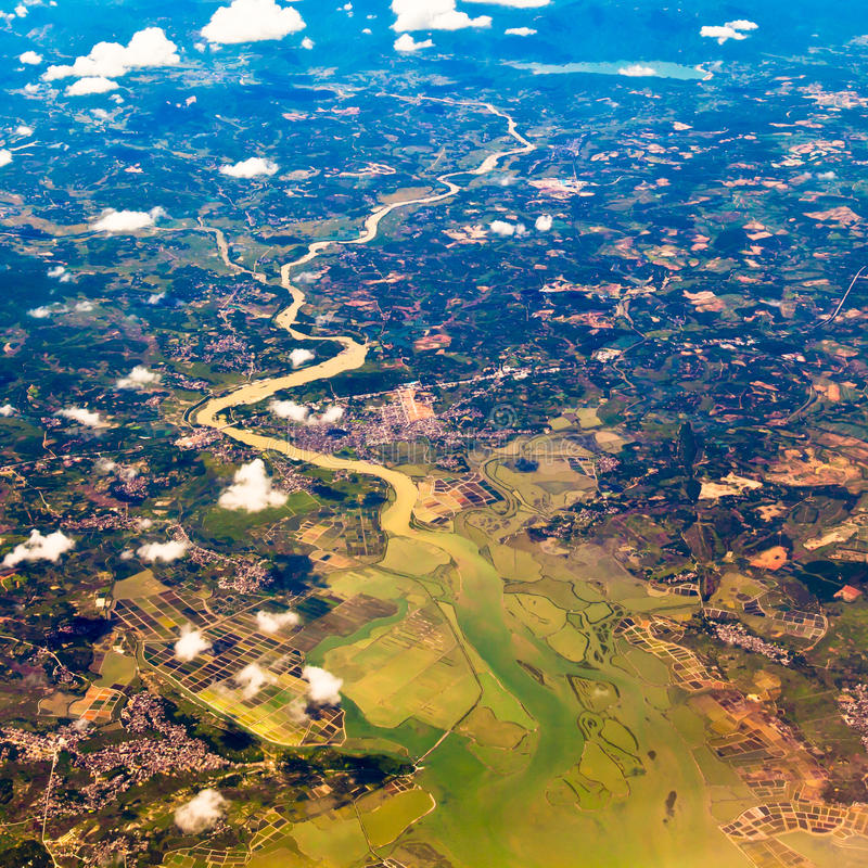 La vista bird's-eye de un río foto de archivo libre de regalías