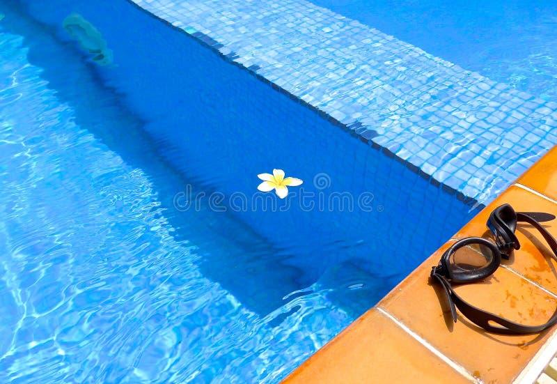 La vista cercana de la piscina fotos de archivo