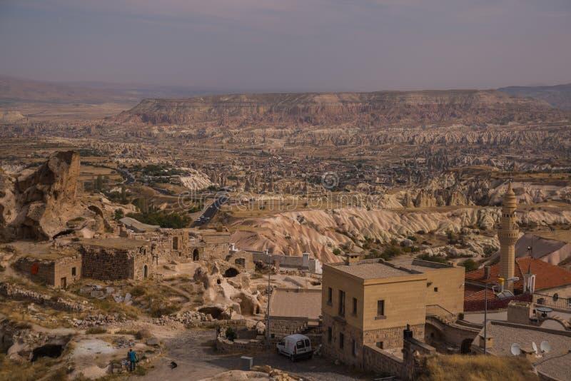 La vista dalla cima, il paesaggio dalla fortezza di Uchisar Cappadocia, provincia di Nevsehir, Turchia fotografia stock libera da diritti
