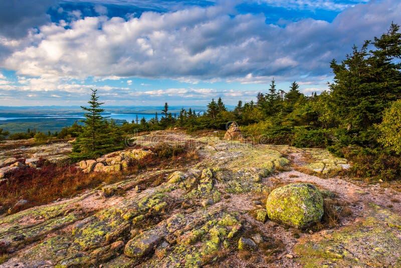 La vista dalla collina blu trascura nell'acadia parco nazionale, Maine fotografia stock libera da diritti