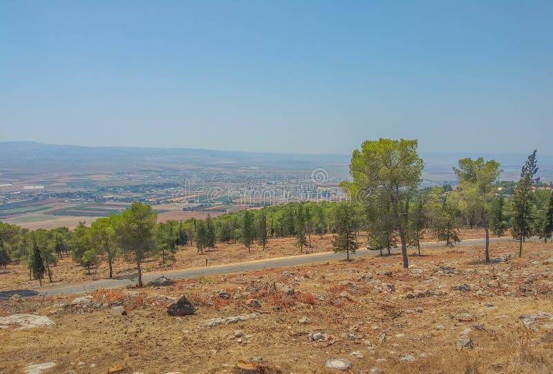 La vista de Afula en el valle de Jezreel desde las montañas en el norte de Israel fotos de archivo libres de regalías