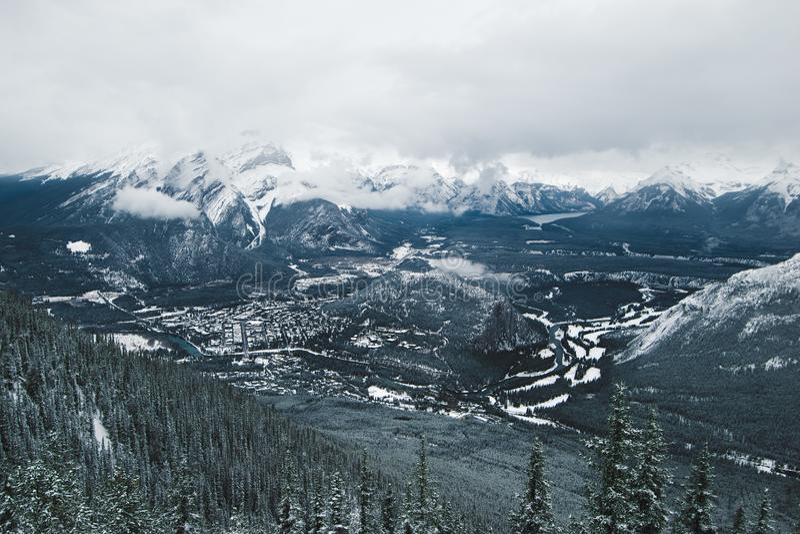 La vista de Banff de la montaña del azufre fotografía de archivo