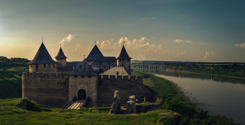 La vista de la fortaleza de Khotyn, Ucrania foto de archivo
