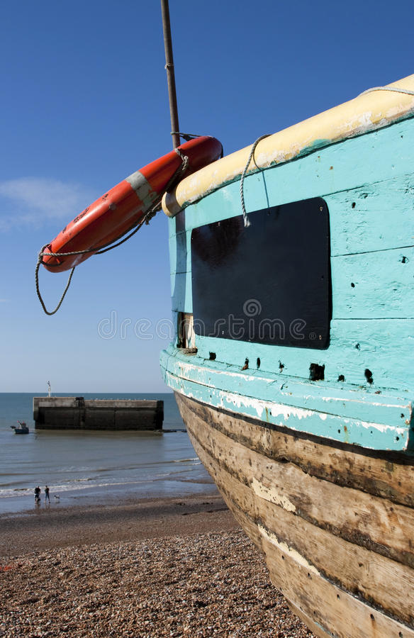 La vista de hastings vara con el barco, Inglaterra imagen de archivo libre de regalías