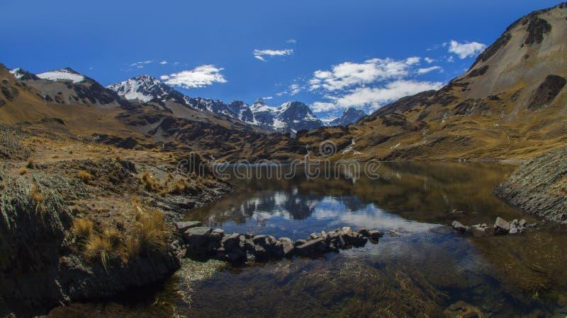 La vista de la montaña o de Kunturiri de Condoriri es una montaña en la Cordillera real de Bolivia, cerca de 5.648 metros de alto fotografía de archivo