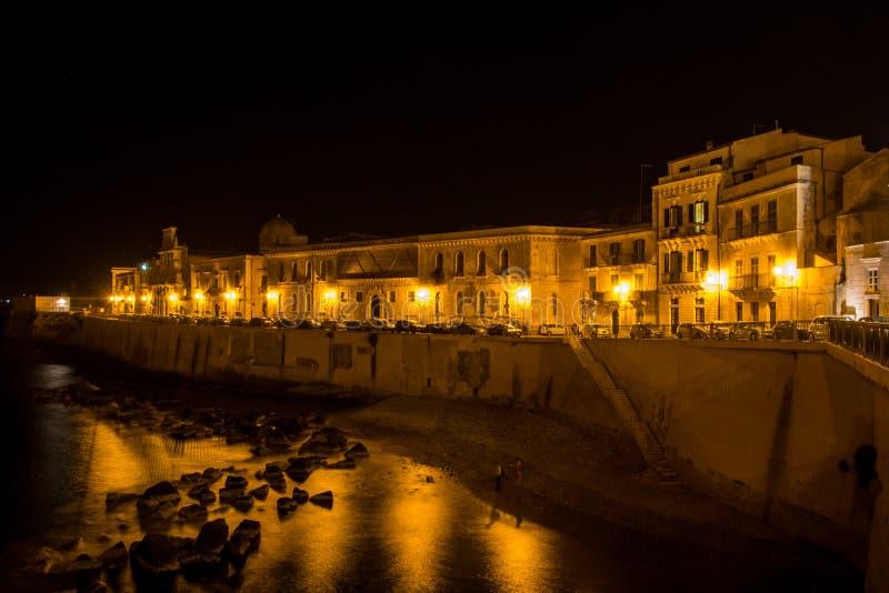 La vista de Syracuse, Ortiggia, Sicilia, Italia, contiene hacer frente al mar fotografía de archivo libre de regalías