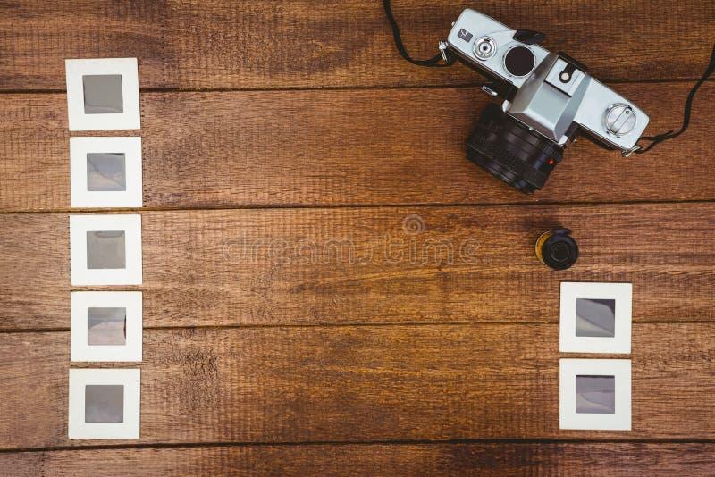 La vista de una cámara vieja con las fotos resbala imágenes de archivo libres de regalías