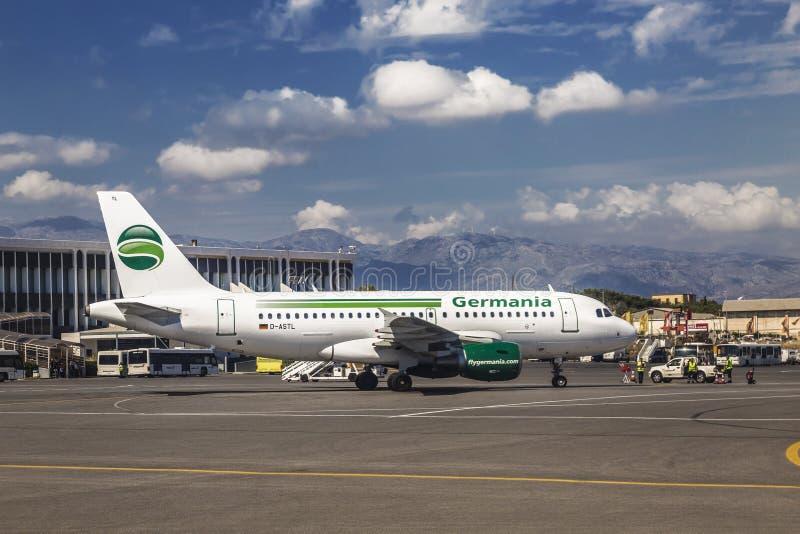 La vista del aeropuerto del favor de Heraklion de Nikos Kazantzakis fotografía de archivo libre de regalías