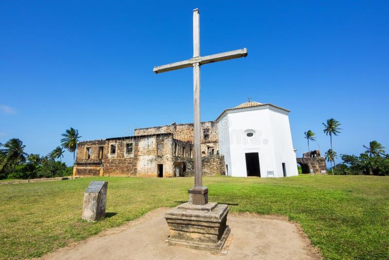 La vista del castello di Garcia D'Avila, o la casa da Torre, nella Praia fa il proprio forte, Bahia fotografia stock libera da diritti