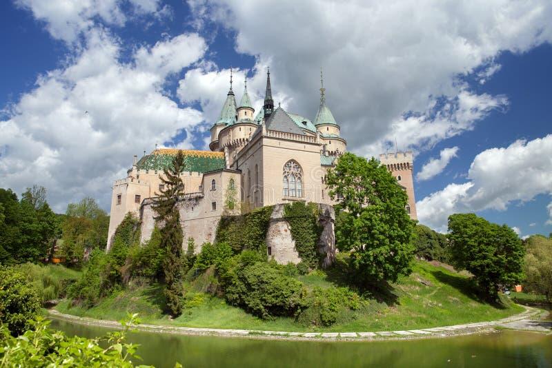 La vista del castillo de Bojnice foto de archivo