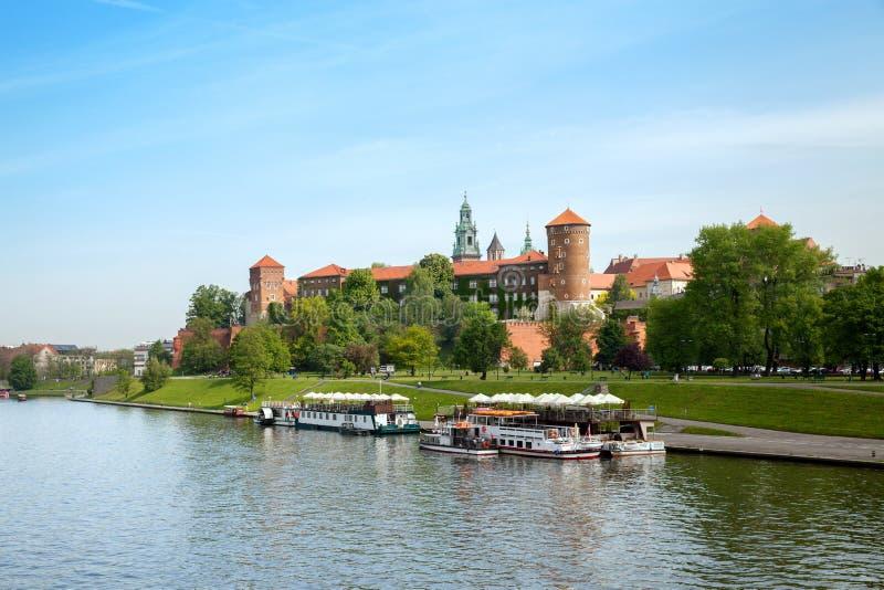 La vista del castillo de Wawel del río Vistula foto de archivo