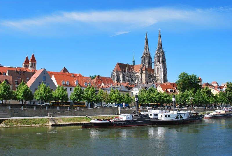 La vista del centro storico di Regensburg immagini stock libere da diritti